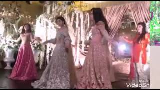 Mawra and Urwa Hocane Dancing on Urwa's baraat