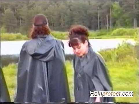 Raincoat Rainfashion Regenmantel macht Picknick make picnic