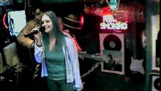 Heli singt Er gehört zu mir von Mariane Rosenberg  im Karaoke Fun Pub Stuttgart www.funpub.de