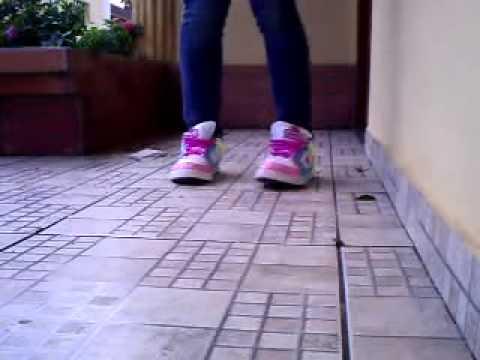 Passinho de dança com os pés