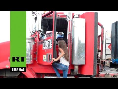 Niña colombiana de 12 años maneja camiones de alto tonelaje