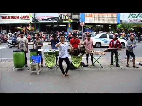 Pengamen dancer and troupe in Yogyakarta C