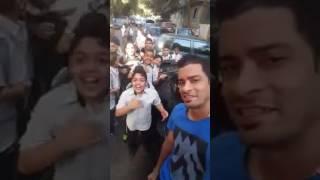 حسن شاكوش و جمهورة الصغير يوقفة في الشارع و يغني معاه |#حب_الناس | Hassan Shakosh M3 Al Fans