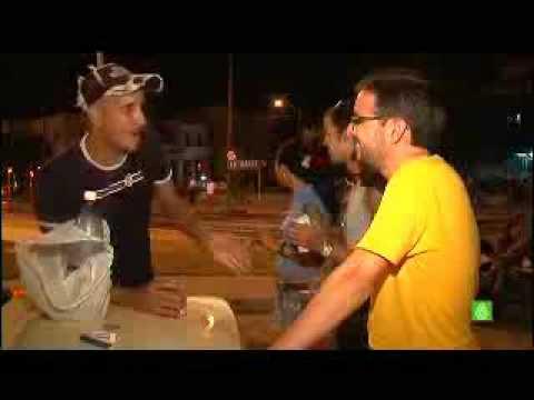 Follonero en Cuba. Jovenes en el Malecón. Jordi Évole