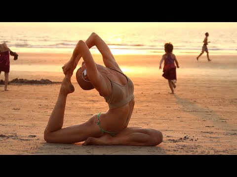 Sexy Zap training on Arambol beach (Goa)