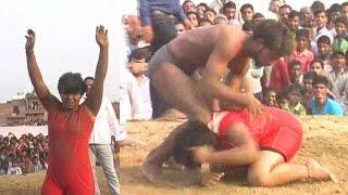 Ladki Ne Kusti Me Pahalwan Ko Hara Diya - Live Video - Must Watch
