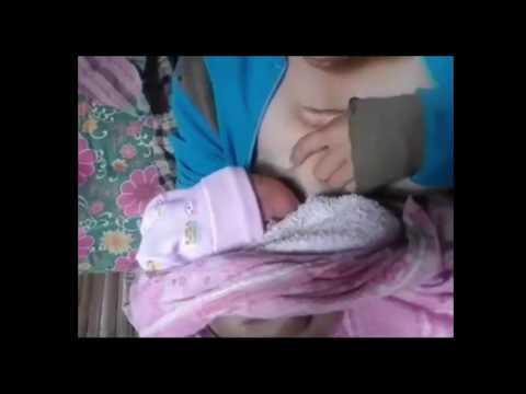 Viralkan Kelakuan Ibu Muda yang Lagi Menyusui Anak Kandungnya