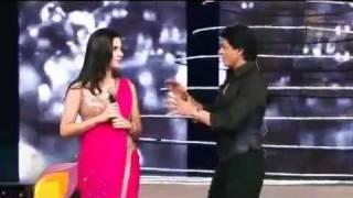 Shahrukh Khan kisses Katrina Kaif at Colors Screen Awards 2012