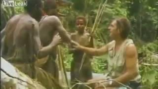 Tribù incontra l'uomo bianco per la prima volta