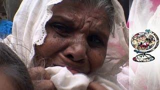 Hindu Extremists Devastate Indian Muslim Community (2002)