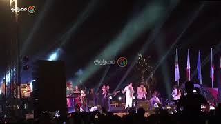 محمد منير يغني النشيد الوطني في حفل مهرجان الأقصر للسينما