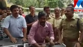 Action hero Suresh sings 'muthe ponne' with Kayamkulam SI | Manorama News