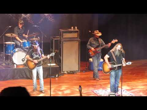 "Cody Jinks & Jamey Johnson cover Merle Haggard's ""The Way I Am"" at the Ryman"