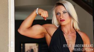 Hot muscle babe. Famale bodybuilding