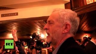 UK: Corbyn sings 'Red Flag' with supporters in London pub