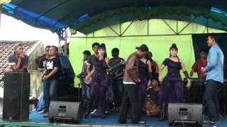 andinie  kloas - four L