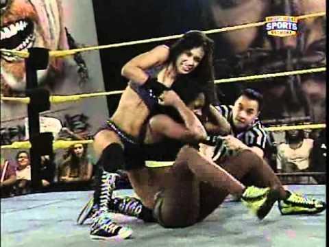 FCW AJ Lee vs Naomi Night for FCW Diva s Championship January 23 2011
