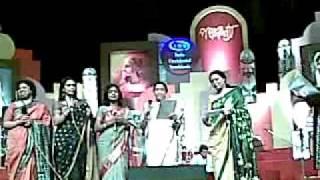 Asha Bhonsle-Rabindra Sangeet Live-Panchakanya-2009--Amar Bela je jaye....