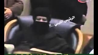 شاعرة ليبية تبهر الرئيس الليبي الراحل معمرالقذافي..