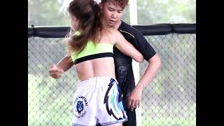 Jodie Mccarthy learning clinch techniques from Loma Lookboonmee