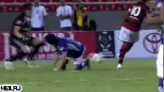 Ronaldinho  The Panna Master جامده جدااااااااااااا تمرير الكره مابين ارجل الاعبين