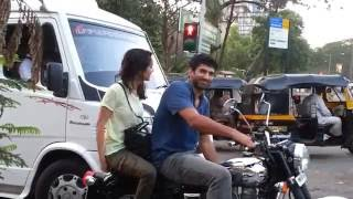 Ok Jaanu & Aashiqui 2 hero & heroine on bike in mumbai road