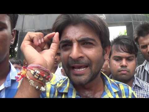 अलीगढ में आज विधायक के समर्थको ने DM से लगाई न्याय की गुहार