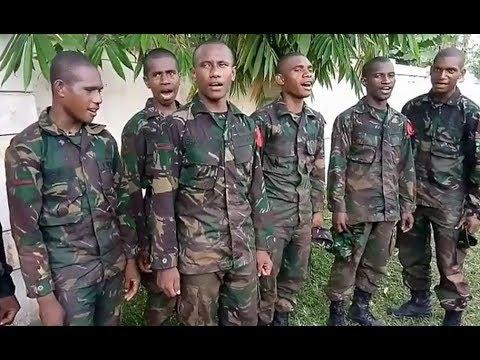 Tentara Nyanyi Lagu Tanah Papua, Hitam Kulit Keriting Rambut Aku PAPUA