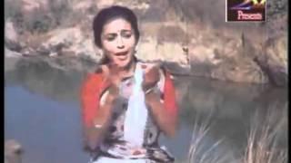 Jodio Ami Dekhte Kaalo_Asha Bhosle_Apamaan.wmv