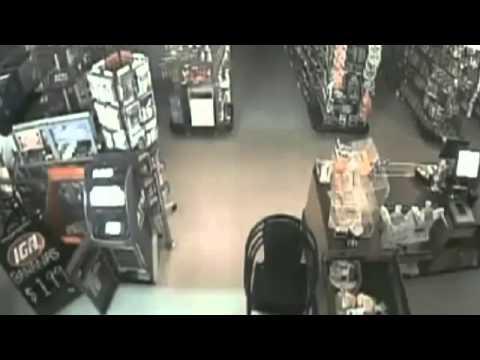 Homem diz que câmera filmou fantasma em supermercado