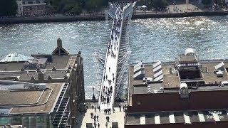 Die Millennium Bridge ist eine Fußgängerbrücke über die Themse in London City of London thames