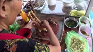 ข้าวต้ม ข้าวจี่หัวหมู ในชนบทตะบงขมุง Boiled chicken and Fried bread with minced pork spread