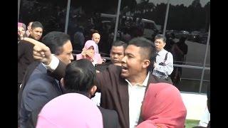 "Angry mob sets upon Shah Alam MP Khalid Samad over ""sial"" slur"