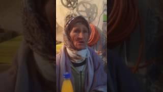 Lorsque veille femme marocain parle français