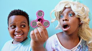 Fidget Spinner HYPNOTIZES Shiloh and Shasha! - Onyx Kids