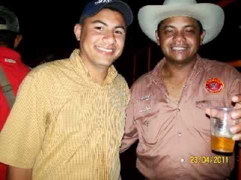 ALCIDES PADILLA Y EL ÑEMERITO DE ACHAGUAS CONTRAPUNTEO.WMV