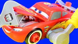Disney Pixar Cars 3 Race Ready Lighting McQueen 32 pieces Tool Set Build A Race Car