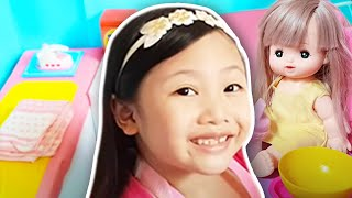 Bug's Barbie Room / House Tour !!! PINK Box Fort !