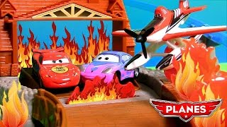 Dusty Saves Lightning McQueen & Sally Disney Planes 2 Fire & Rescue Fire at Fusel Lodge Track Cars