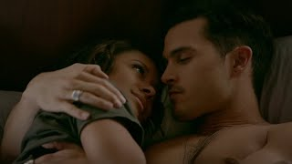 The Vampire Diaries: 8x07 - Bonnie and Enzo kiss in bed, she calls Caroline [HD]