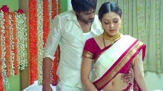 Parvati Melton Hot navel show in low hip saree