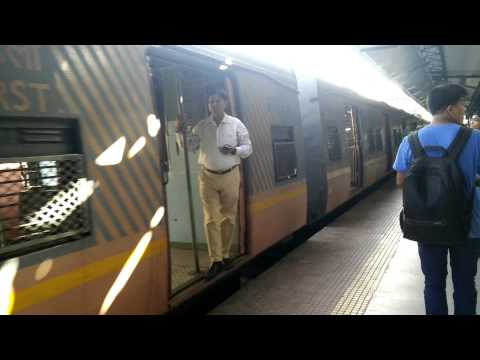 Mumbai Local Train || Empty Train Arriving  At Wadala station
