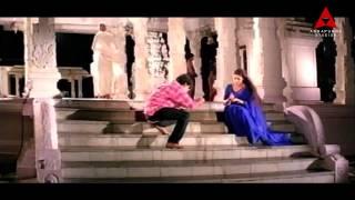 Nagarjuna & Tabu in Temple Romantic Scene    Ninne Pelladata Movie    Nagarjuna, Tabu