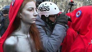 أيام الغضب الفرنسي جذوة لا تخبو.. السترات الصفراء وجها لوجه مع قوات الأمن مجددا…