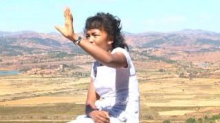 Malalatiana gospel song: hanaraka anao .