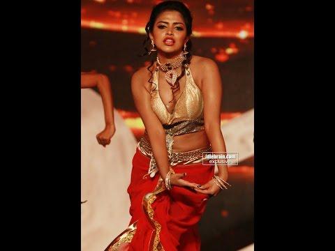 Amala-Paul-hot and sexy Dancing-Stills-Most Embarrassing Moments 006