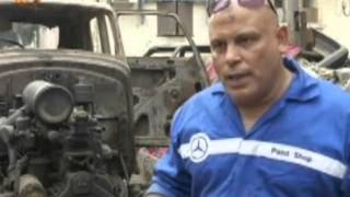 مصري يعيد الحياة إلى السيارات الكلاسيكية في ورشته
