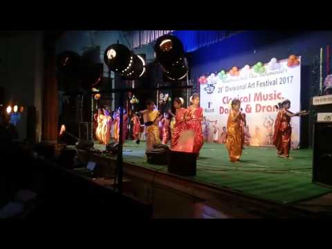 Me Marathi song perform by students