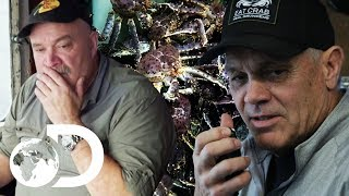 Sly Captain Spot Checks Rival's Hotspot For Crab | NEW Deadliest Catch