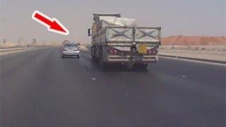 كامري متعاند مع شاحنة بالخط السريع